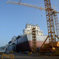 Atwood Advantage skidding onto launching barge 1